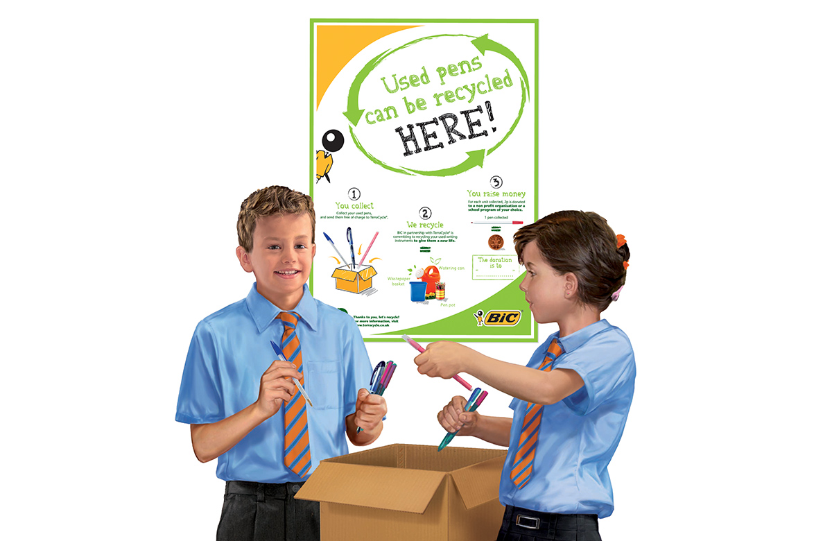 2 kids in front of a poster promoting the recycling of BIC® pens