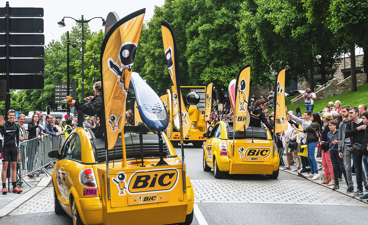 bic dans la caravane du tour de france 2016 bicworld. Black Bedroom Furniture Sets. Home Design Ideas